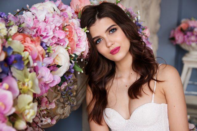 【必見】20代女性が婚活パーティーで外せない服装のポイント!鞄・ネイル・髪型も重要!