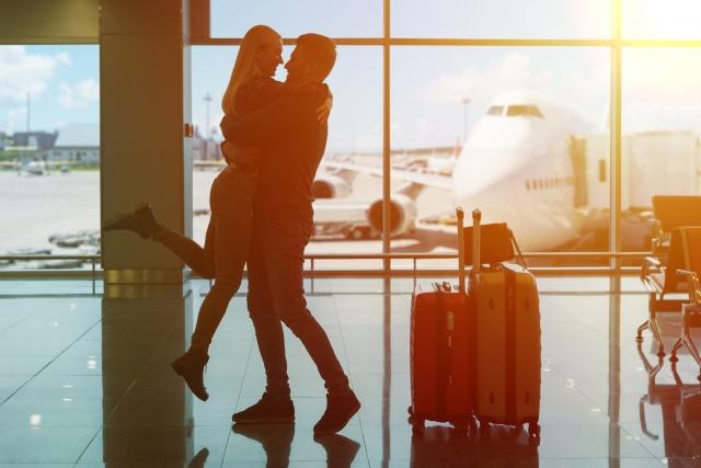 仕事せずに海外旅行へ行く夫婦