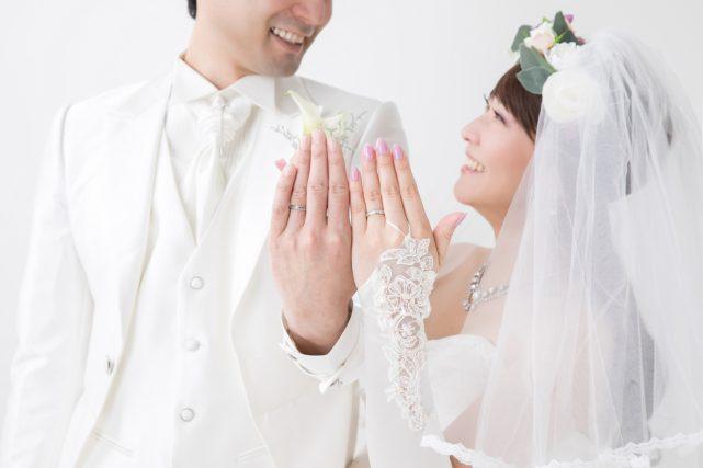 貯金がないが結婚したカップル