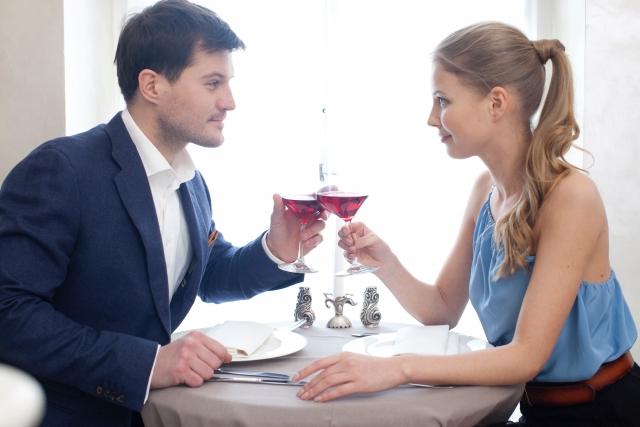 付き合う前のデート中に脈ありサインを出す女性