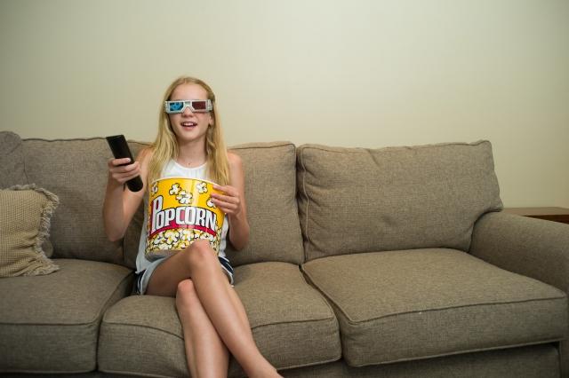 恋愛映画を見る女の子