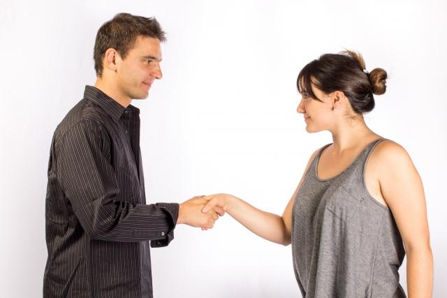 知人の紹介でお金持ちとの出会いがあった女性