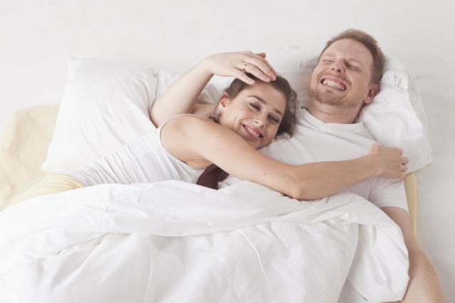 結婚に幸せを感じるカップル