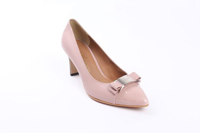 コーラル(サンゴ色)の靴