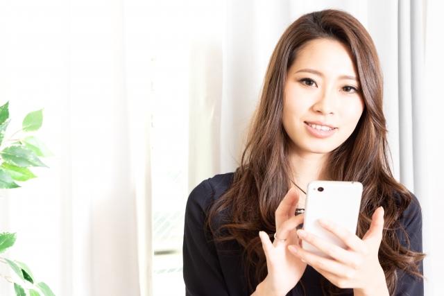 マッチングアプリを利用している女性