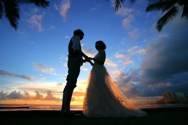 結婚するタイミングのカップル