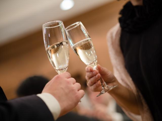 婚活パーティーに参加する遊び目的のイケメン