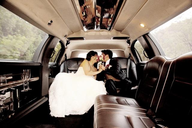 結婚するカップル