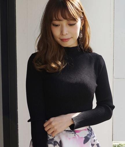 タートルニット×スカート