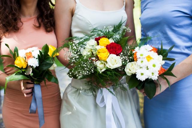 周りが結婚した時に結婚を意識した女性
