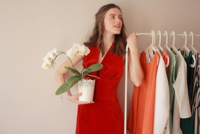 会社・職場の飲み会におすすめの服装:春