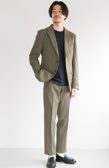 フォーマルな飲み会での男性の春の服装