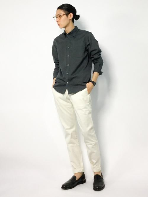 休日の20代男性のカジュアルな服装②