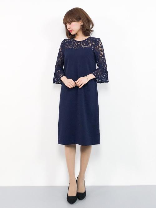 休日の20代女性のフォーマルな服装②