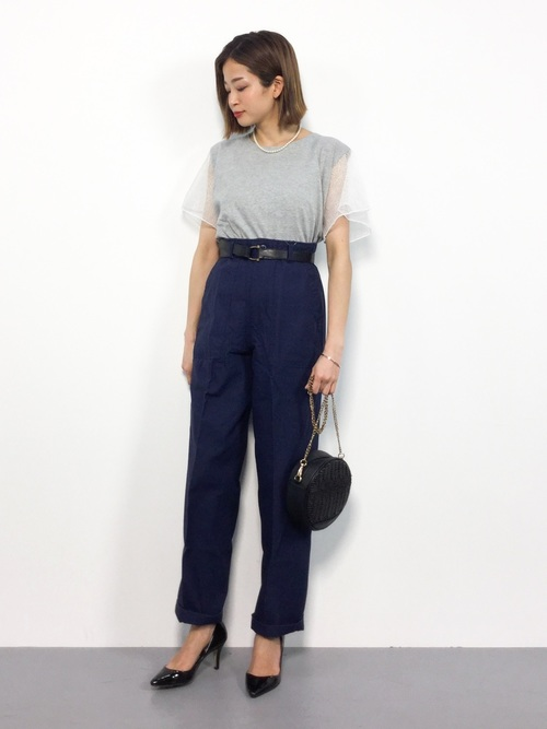 休日の20代女性のカジュアルな服装③