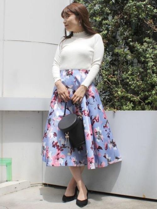 休日の20代女性のカジュアルな服装①