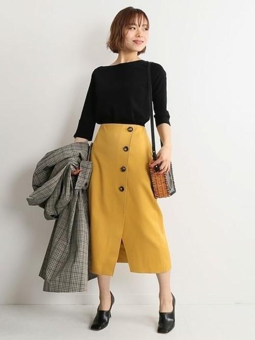 休日の30代女性のカジュアルな服装①