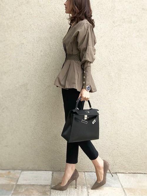 休日の30代女性のカジュアルな服装②
