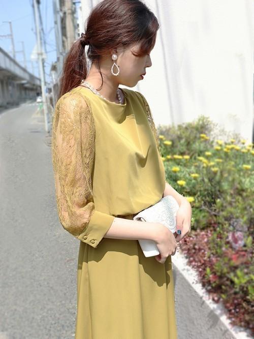 休日の40代女性のフォーマルな服装②