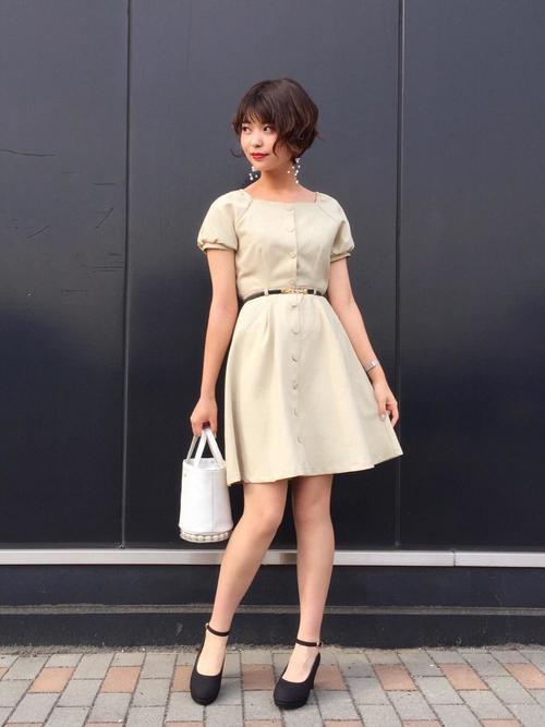 休日の20代女性のフォーマルな服装①