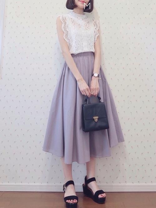 休日の20代女性のカジュアルな服装②