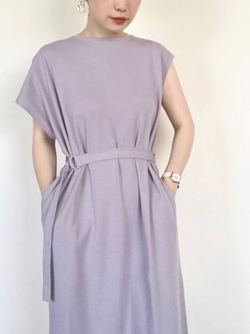 休日の40代女性のカジュアルな服装②