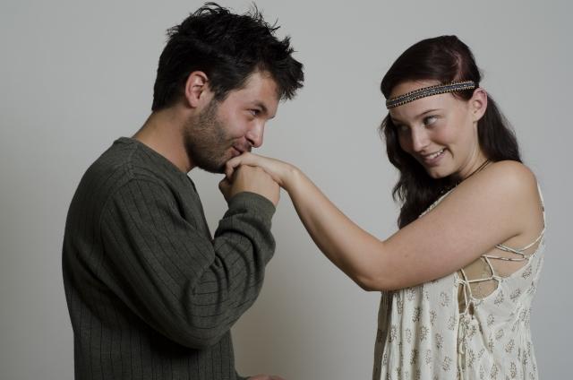 飲み会でキスしてくる男性への対処法:気になる人の場合