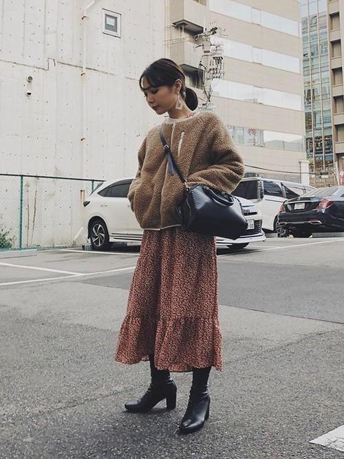 冬のドライブデートにおすすめの女性の服装①