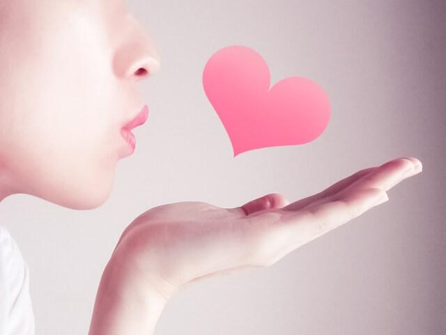 付き合ってないのにキスやハグをする人の特徴