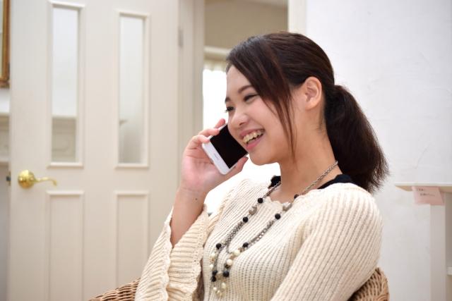 電話している女性