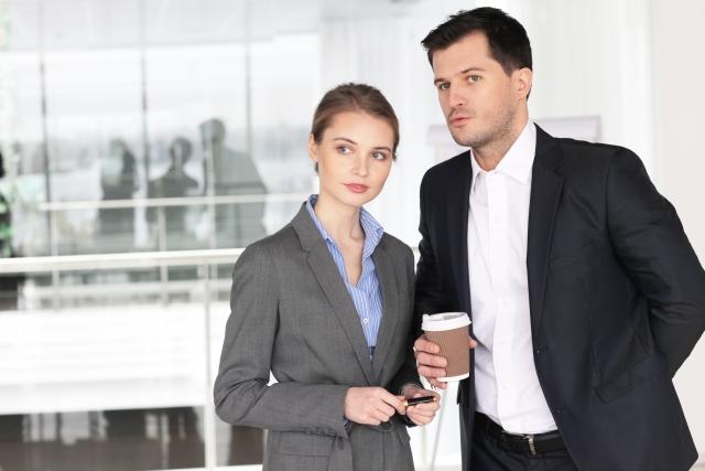 職場の同僚の男女