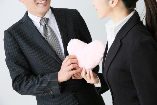 愛情を伝える男性