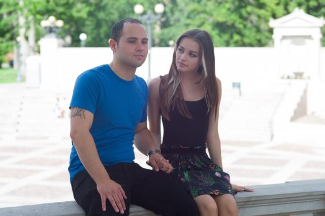暗い表情のカップル